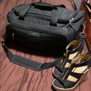 Medium Sized Travel Bag.  EUC!